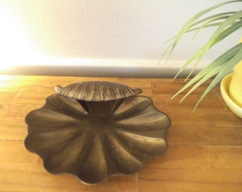 Vintage solid brass Sea Shell Clam dish ~ Beach Cottage