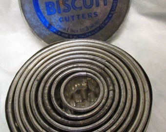 Biscuit Cutter 9 Assorted Size Vintage Veritas 9 Nesting CRINKLED BISCUIT CUTTERS Original Tin made in Italy cookie