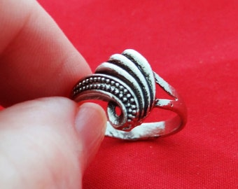 Vintage NOS new old stock silver tone ring in unworn condition, sizes available  8, 8.5