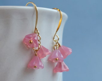 Vintage glass flower earrings, gold plated.  E0013GP