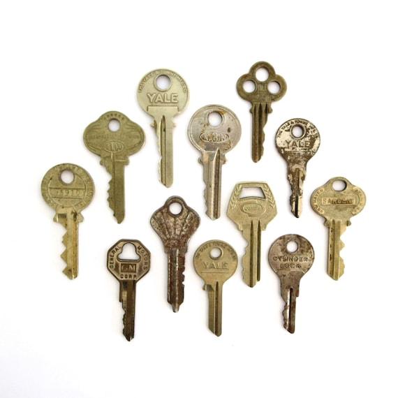 12 keys key collection vintage keys antique by for Classic house keys samplephonics