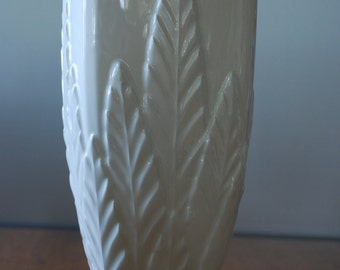 large vintage off white haeger pottery vase - 1980's -fauna - minimalist - monochromatic