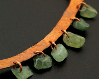 Graceful Curved Necklace in Solid Copper with Green Adventurine - Hand Forged