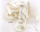 Wedding Flats, Ivory, Cream, Ballet Flats, Lace Flats, Ballet Slippers, Wedding Reception, Shoes, Flats, Bridal Flats, Maid of Honor, Pearls