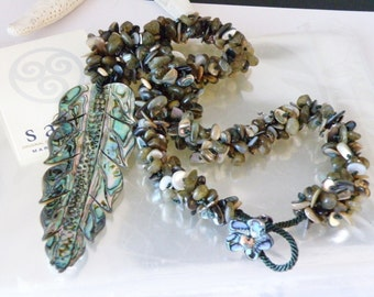 """New Old Stock Sajen Carved Abalone Shell Leaf HUGE Bead Beaded Necklace BOHO Statement Piece 23"""""""