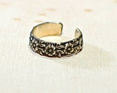 Sterling Silver Toe Ring with Patina Enhance Floral Design - Solid 925 TR612