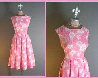 50s dress 1950s vintage NOVELTY LILY PADS pond lily Pink flower floral print full skirt dress