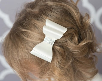 Ivory hair bow, ivory satin hair bow, girl hair accessories, baby bow, wedding hair bow, toddler bow, girl hair clip, girl birthday gift
