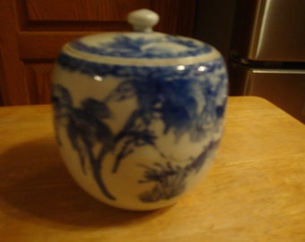 Early covered Chinese blue and white Jar