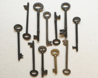 11 Vintage Skeleton Keys - Antique Keys - Steampunk