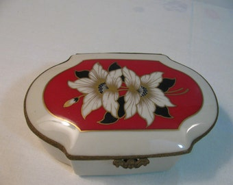 Vintage Porcelain Trinket Dish / Gorgeous - Covered  / Jewelry Box  - Made in Czechoslovakia