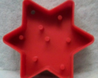 Vintage 6 Pointed Star Block Cookie Cutter ~ L.T.T.C. 1978 Star Of Bethlehem Stamp ~ Red Hard Plastic Mold ~ Mint