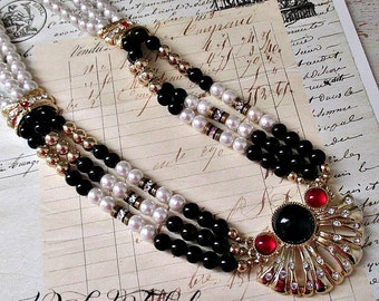 GoRGeouS BLaCK, WHiTe & GoLD PeARL NeCKLaCe