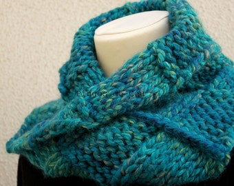Knitted Neckwarmer in Green -Scarf - Handmade by T. Catana - Made to Order: 3-4 business days.
