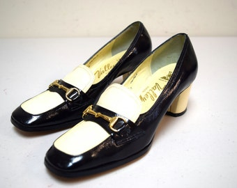 VTG 60s/70s Valley Shoes Black Ivory Crinkle Patent Leather Bit Pumps Size 6.5 A