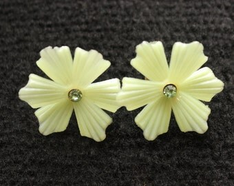 Vintage Plastic Flower Screw Back Earrings
