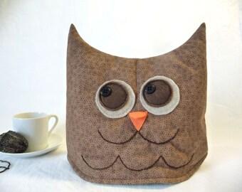 Owl tea cozy, tea cosy: tiny brown spotty owl tea cozy