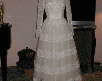 BRIDAL SALE Vintage 1950s ballet-length Ivory Lace Wedding Dress