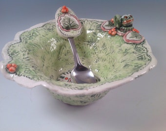 Frog bowl/bowl/frogs/frog pottery/serving spoon/salad bowl/pottery bowl/ceramic bowl/my froggy stuff
