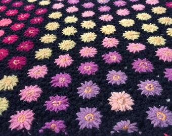 Granny Chic Vintage Handmade Daisy Loom Afghan