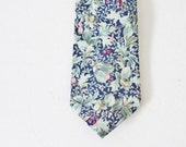 BLOWOUT 40% off sale Vintage 80s Red Clover Green Cotton Necktie - Shelter Island Collection, flowers leaves