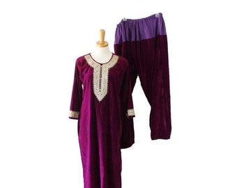 30% off sale // Vintage 70s Purple Velvet Jewels Kameez Tunic and Harem Pants Set - Women Large, costume, India