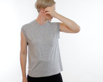 Vintage 80's sleeveless pocket t-shirt, muscle shirt, Heather Gray, simple classic unisex piece - Large / Medium