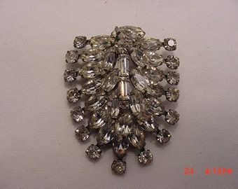 Vintage Weiss Moving Signed Rhinestone Brooch    16 - 100