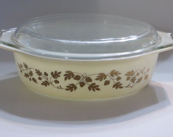 Pyrex Golden Acorns Dish and Lid-045-EUC
