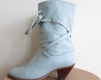 Vintage 1980s Grey Leather Boots / 80s Boots with Criss Cross Straps and Stacked Heel / 6 1/2