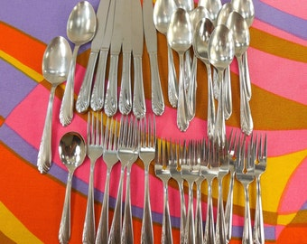 33 Pc. Lot - Oneida Oneidacraft Deluxe HEART OF SWEDEN Stainless Flatware
