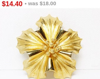 Vintage Coro Flower Brooch - Classic Goldtone Designer Signed - Flowers Jewelry