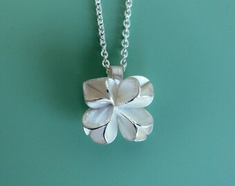 Silver pendant in shape of flower buds with fine anchor chain