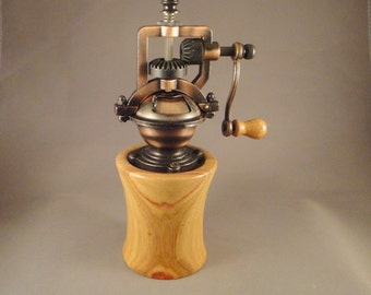 Antique Style – Pepper Mill – Canary Wood