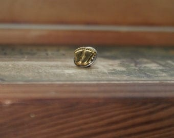 Vintage Right to Life Baby Feet Pin