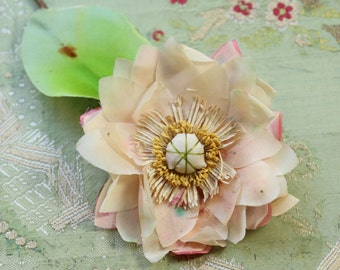 Vintage gorgeous millinery flower bloom pink shaded waterlily hat trim 1940s tagged peach stamen center petals blush