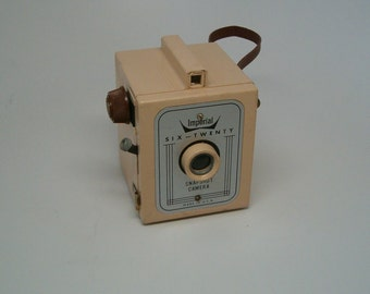 CAMERA, TAN Imperial 620 Camera WORKING