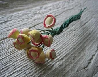 One Bunch Antique 12 Ceramic Tipped Flower Stamens (A-44415/5/1 Box 2)