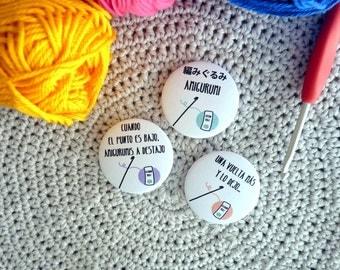 Amigurumi, crochet badges, set of 3, spanish sentences, yarn and crocheters pinback buttons