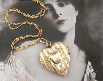 Lovely Edwardian French gold fill heart locket and chain valentine