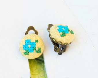 Tiny violets clip on earrings - floral button earrings in yellow and blue e_clip004yellow