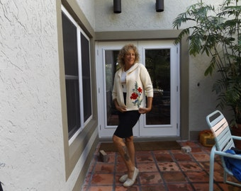 vintage sweater,Floral  cardigan,Hand knit,pocketed Cardigan, with ,Poppy, flower design, Winter White, Handmade Vintage Sweater