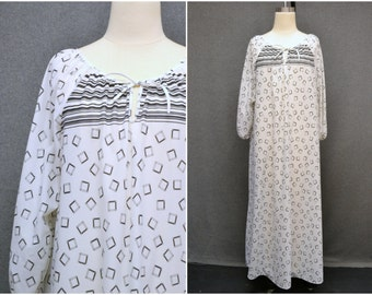 1970s White and Black Caftan