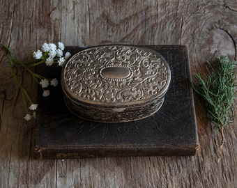 Vintage Jewelry Box - Silver Victorian Floral Oval