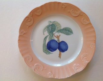 Vintage Mottahedeh  plum plate of Romantic fruit image Dish or Wall Decor