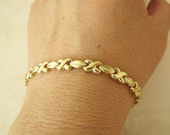 Solid 14K Gold Kiss Link Bracelet, 7.5  inches