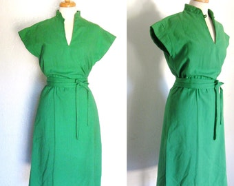 FREE SHIPPING//Lime green vneck asian inspired dress//vintage 1970s//tie waist cap sleeve//size large