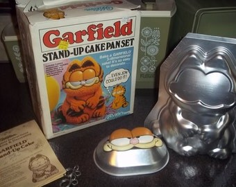 1984 Wilton 3D Garfield Cake Pan with Original Box, eyes and instructions