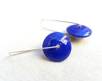 lapis blue discs earrings, blue discs earrings, blue glass discs earrings, lapis blue dangle earrings