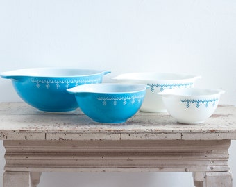 Full Set Pyrex Snowflake Blue Garland Cinderella Nesting Mixing Bowls - Excellent Condition